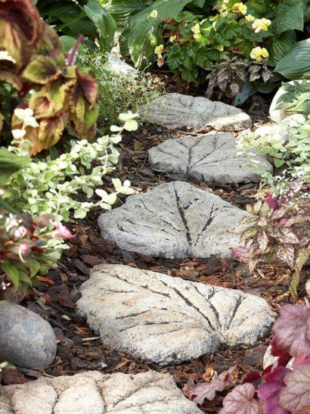 Levél alakú kerti kő