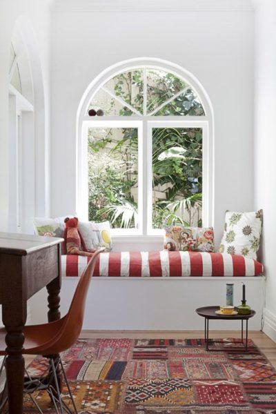 ablak alatti pihenő