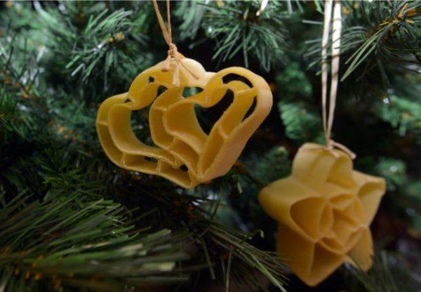 Karácsonyfadíszek tésztából