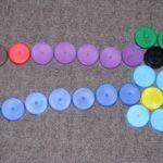 Filléres készségfejlesztő játék kupakból
