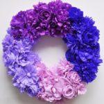 Színpompás virágkoszorú krepp papírból