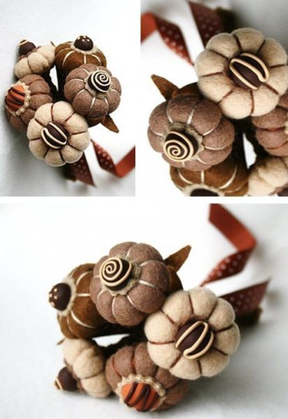 Csokoládé illatú filc virágok