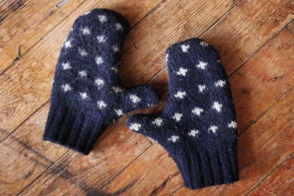 régi pulóverből téli kesztyű