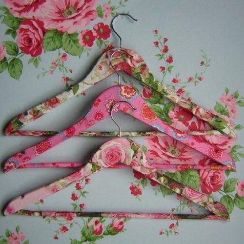 Dekupázs: virágos vállfa