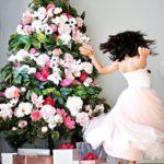 Virággal díszített karácsonyfa